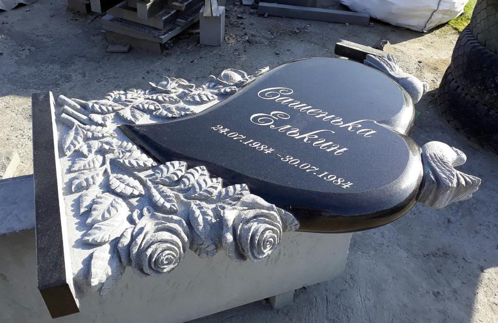 """Памятник из гранита """"Сердце, голуби и розы """" 10"""