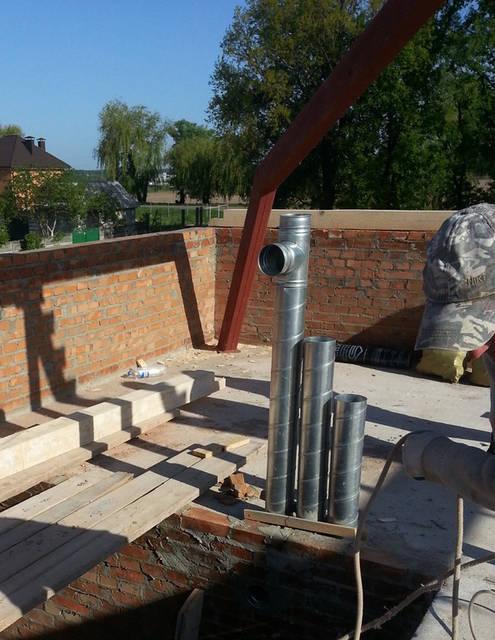 Разводка вентиляционных каналов на этапе строительства дома.