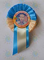 Значок Выпускник с фотографией и розеткой Бежево-голубая