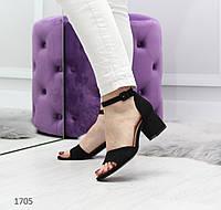 Женские черные босоножки на невысоком каблуке