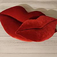 Подушки в форме губ для дома. Красный бархат