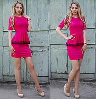 Женское стильное платье с баской и кружевом