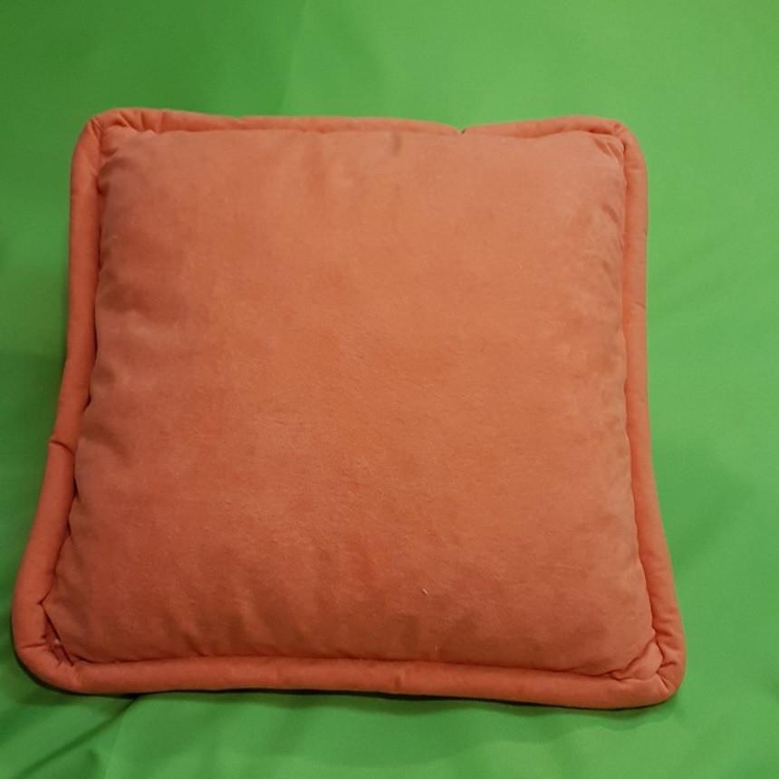 Декоративная квадратная подушка с объемным кантом