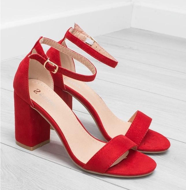 Красные замшевые босоножки