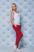 Модные женские брюки с лампасом бордо