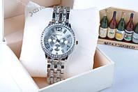Женские наручные часы Geneva золотой, желтый, серебряный цвет с бриллиантиками на браслете
