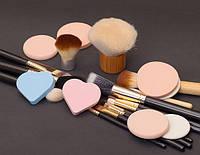 Кисти и спонж для макияжа