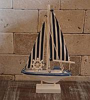 Деревянный парусник на подставке, фото 1