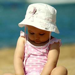 Нужна ли панамка для ребенка летом?