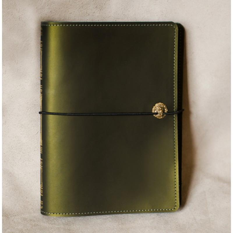 """Ежедневник (портфолио) А5 формата в кожаной обложке на резинке """"Маршал-фрез 1"""""""