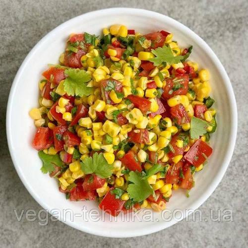 Мексиканский салат с фасолью, кукурузой и авокадо