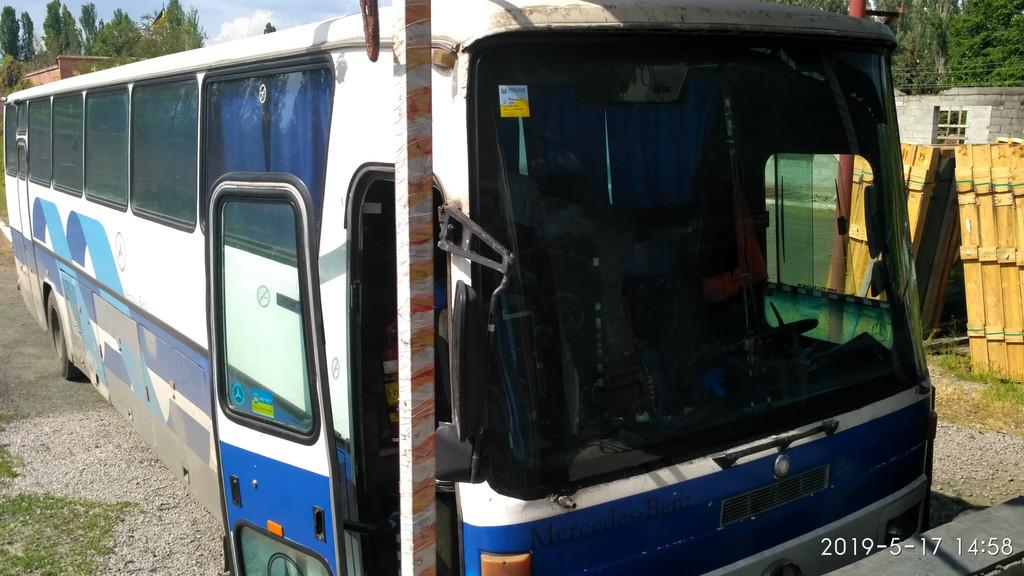 Производств и замена лобового стекла триплекс на автобусе Mercedes O303  в Никополе (Украина).