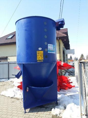 Шнековый кормосмеситель на 1500 кг