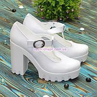 Женские кожаные туфли на высоком устойчивом каблуке, цвет белый, фото 1