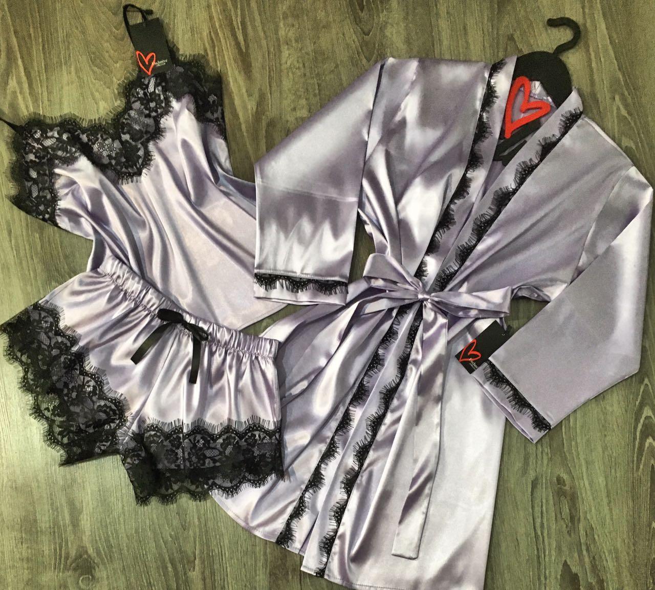 Лавандовый комплект пижама и халат с черным кружевом