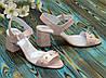 Женские кожаные босоножки на устойчивом каблуке, декорированы бусинками. Цвет розовый, фото 3