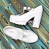 Женские кожаные туфли на высоком устойчивом каблуке, цвет белый, фото 2
