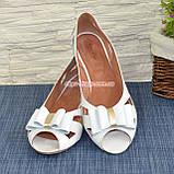 Женские кожаные белые босоножки с бантом на плоской подошве от производителя, фото 4