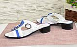 Женские кожаные шлепанцы на маленьком каблучке, синие с белым, фото 3