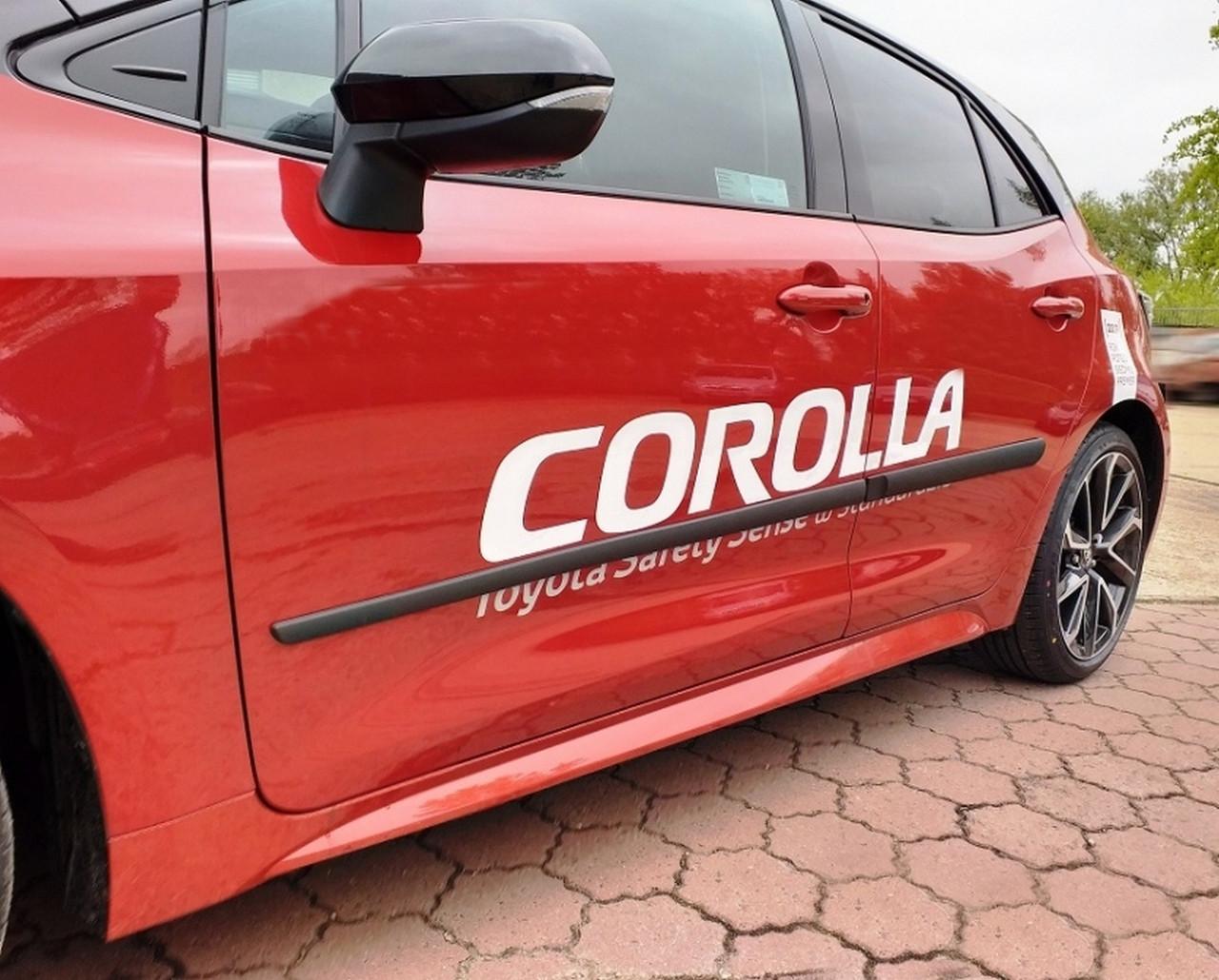 F-16/14 Toyota Corolla 5dr hatchback 2019+ door moulsings
