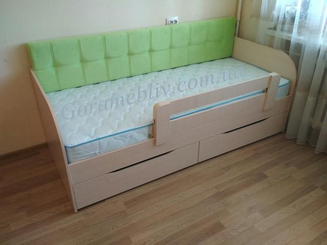 """На фото: детская кровать """"Л-7"""" с мягкой спинкой и защитным бортиком, фото наших покупателей."""