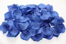 Лепестки темно-голубые
