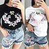 Женский костюм с аппликацией футболка и джинсовые шорты
