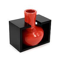 Красная ваза в прямоугольной деревянной подставке черного цвета S204B