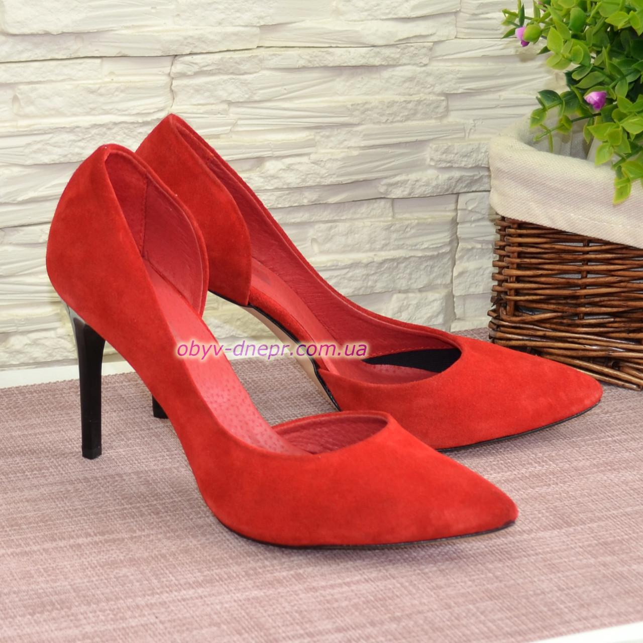 Женские замшевые красные туфли на шпильке