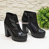 """Ботинки стильные женские демисезонные на тракторной подошве, кожа """"крокодил""""., фото 3"""