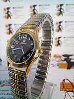 Женские часы Xwei на браслете-резинка