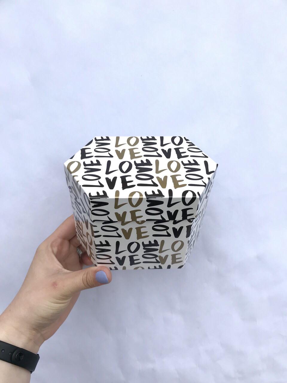 Коробка из тонкого картона неправильная шестигранная мала