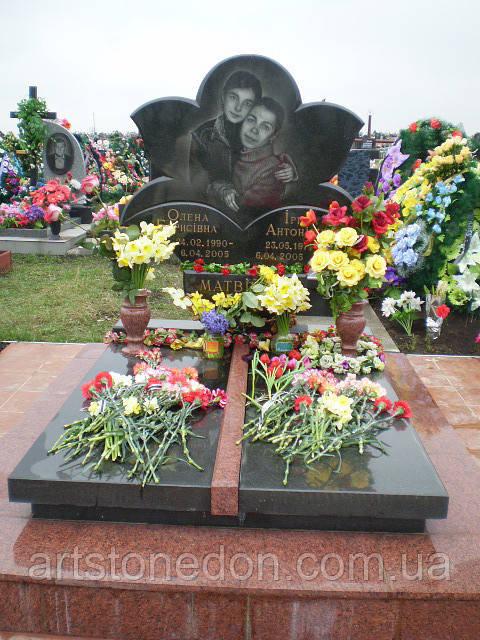 Памятник двойной Цветок