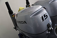 Лодочный мотор  Honda BF 15 DK2 SHU (15 л.с.) четырёхтактный румпельный с генератором 12 В.