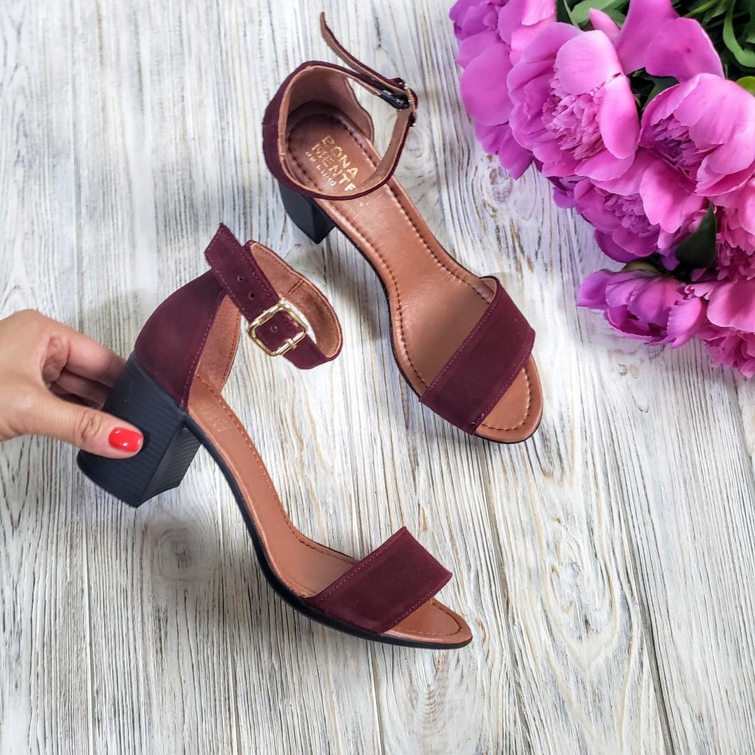 Босоножки на небольшом каблуке из натуральной замши бордового цвета ELEGANTE MARSALA SUEDE