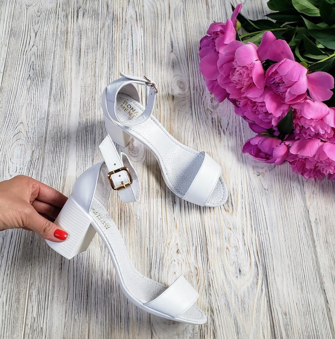 Босоножки на небольшом каблуке из натуральной кожи белого цвета ELEGANTE WHITE LEATHER