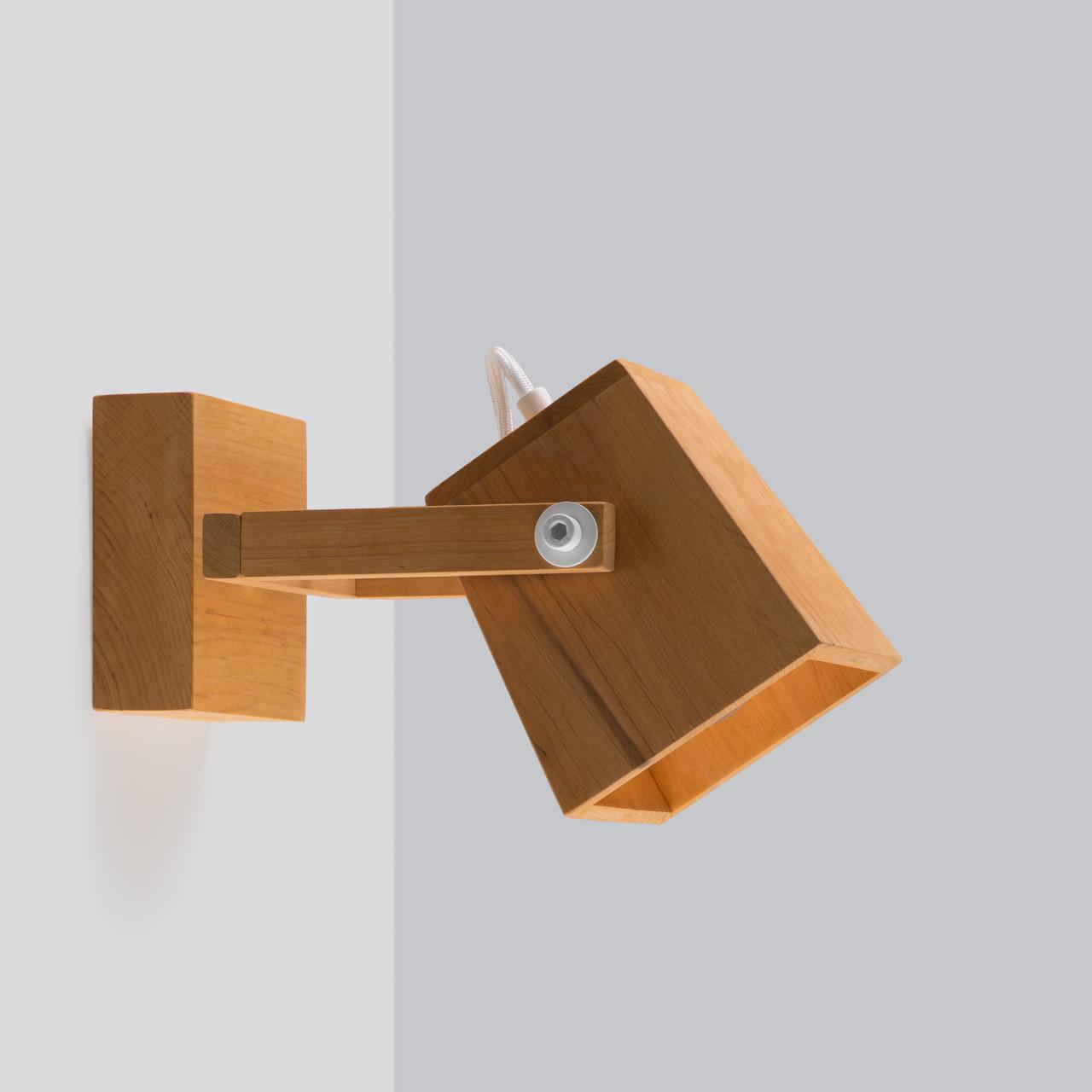 бра настенный светильник деревянный в стиле лофт с белой фурнитурой