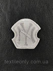 Нашивка New York колір сірий 40x40 мм