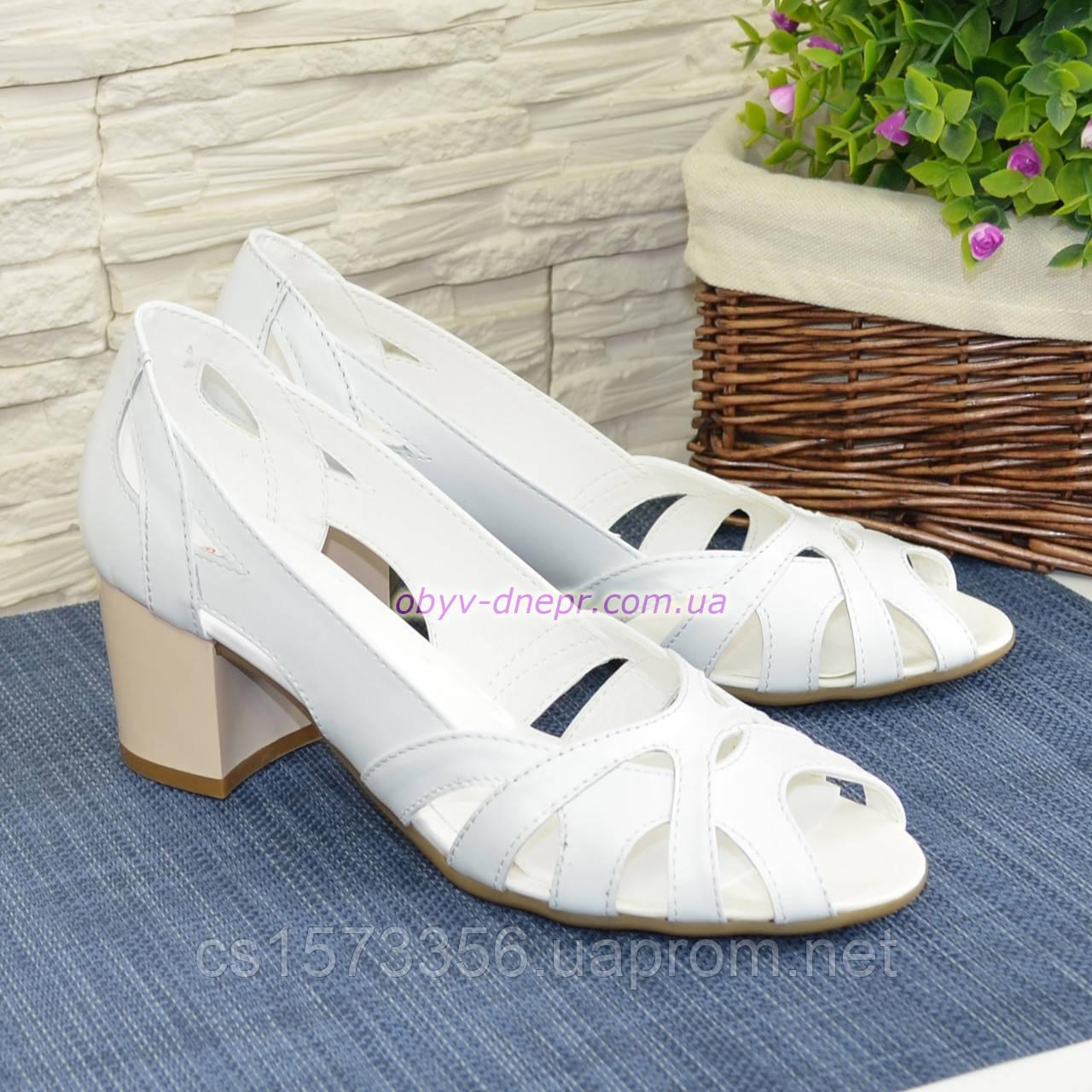 Босоножки женские кожаные белые на невысоком устойчивом каблуке