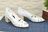 Босоножки женские кожаные белые на невысоком устойчивом каблуке, фото 3