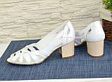 Босоножки женские кожаные белые на невысоком устойчивом каблуке, фото 4