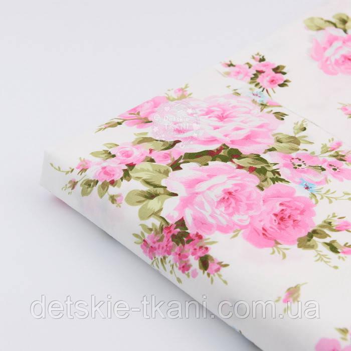 """Лоскут сатина """"Большие розовые розы и голубые незабудки"""" на белом №1696с, размер 33*80 см"""