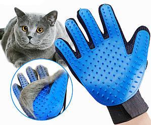 Рукавичка для вичісування шерсті домашніх тварин True Touch (3458)