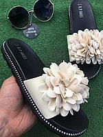 Шлепанцы - Чёрные с бежевым цветком