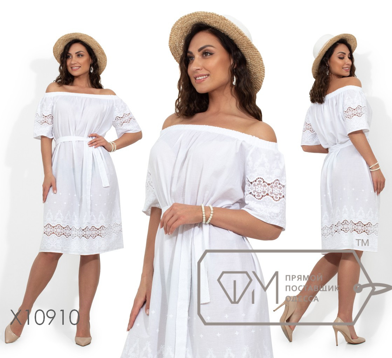Летнее платье прямого кроя под пояс с вырезом-анжелика и вышивкой на рукавах и подоле, 1 цвет