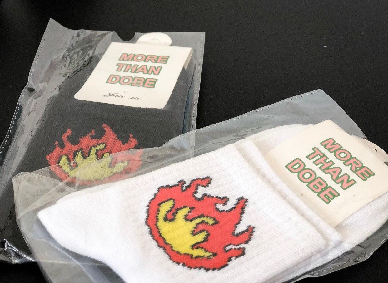 Низкие носки с огнем
