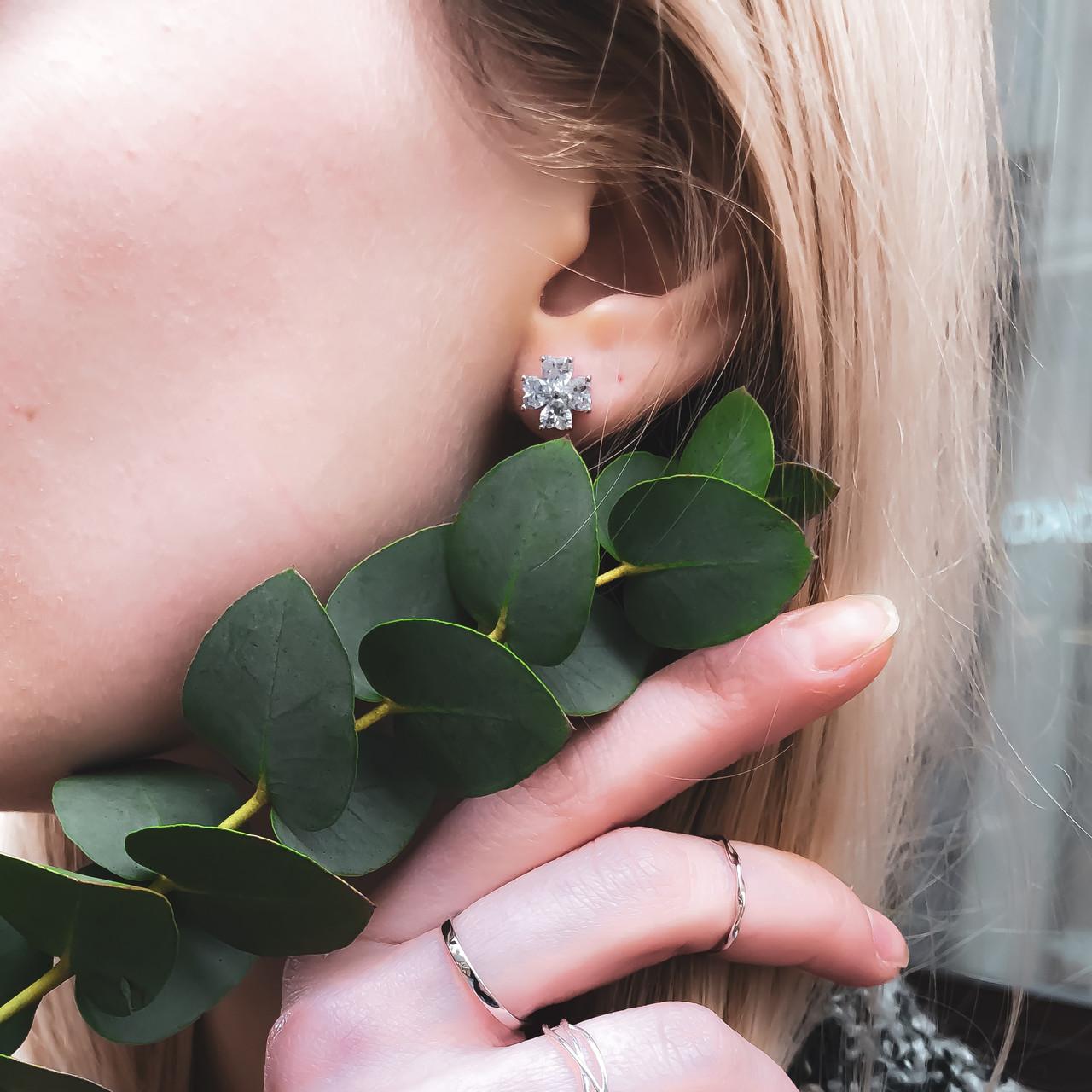 """Серебряные пуссеты с фианитом """"Нежный цветок"""""""