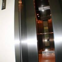 Обрамление дверей кабины лифта