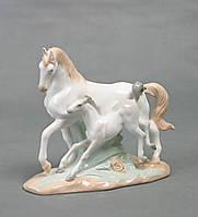 "Фарфоровая фигурка ""Лошади"""