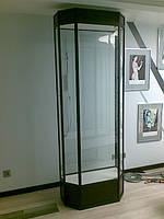 Стеклянный шкаф в алюминиевом корпусе